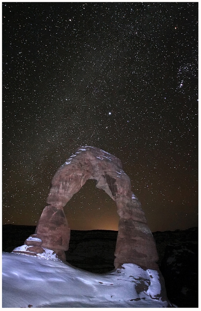 Photo of Delicate Arch with starry sky © Roman Kurywczak