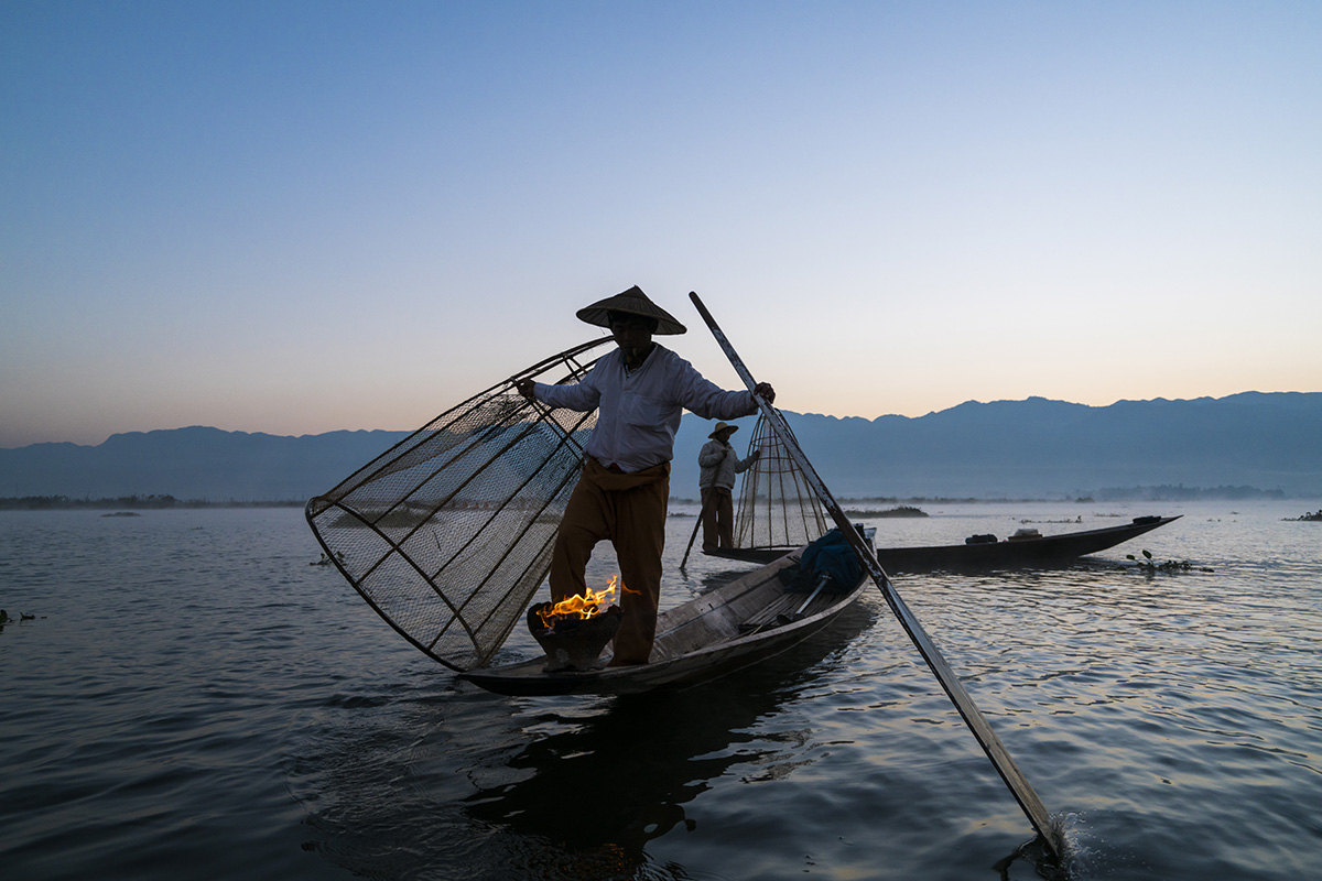 © Ira Block, Intha fishermen on Inle Lake, a freshwater lake located in the Nyaungshwe Township of Taunggyi District of Shan State, part of Shan Hills in Myanmar (Burma).