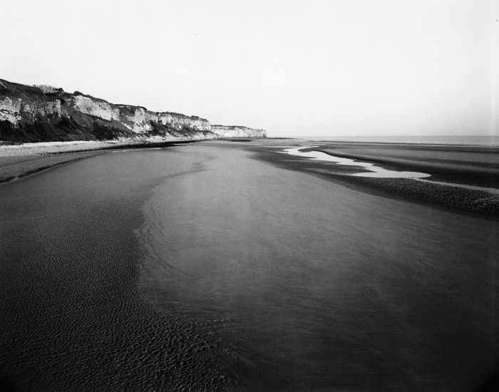 Black and white photo of Omaha Beach ©David Brommer